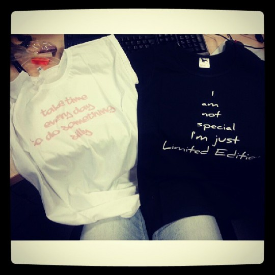 tricouri cu scris